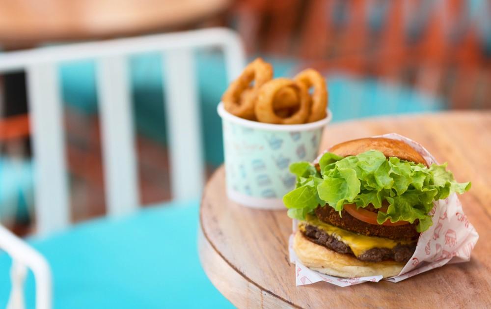 leader1_bettys-burgers-1600x0-c-default